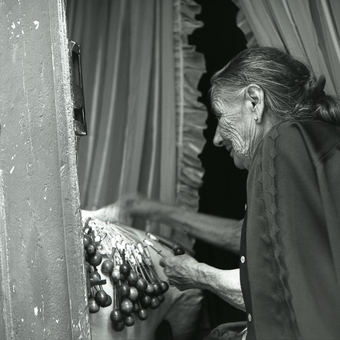 Portugal, Lisbonne, la vieille tisseuse, août 1997