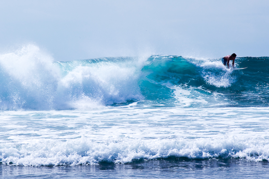 Indonésie, Bali, plage de Balangan, surfeur, septembre 2009