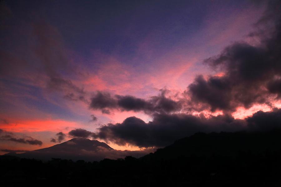 Indonésie, Bali, coucher de soleil sur le Gunung Agung, août 2009